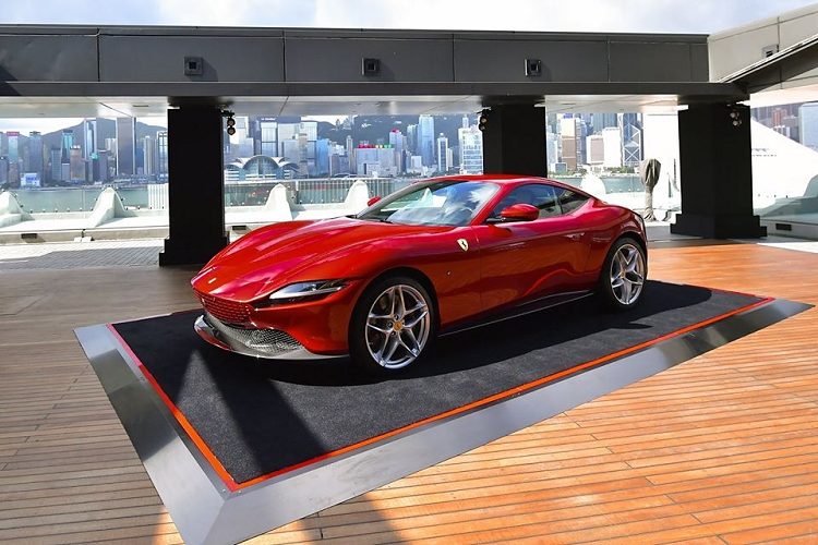 Siêu xe Ferrari Roma mới bán ra từ 9 tỷ đồng tại Hồng Kông