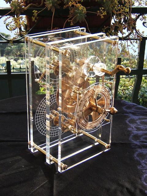 recriação do mecanismo de Antikythera, feita em 2007
