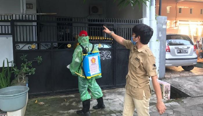 PAC Gerindra Rappocini Bareng TIDAR Bantu Penyemprotan Disinfektan Warga Makassar