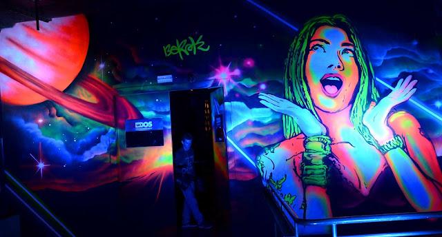 graffitis fluor luz ultravioleta