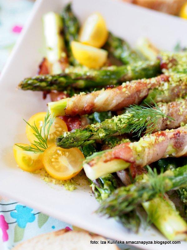 pieczone szparagi, szparago w boczku, przekaska z grilla, grillowane szparagi, z rusztu, boczek wedzony, kruszonka, danie ze szparagow