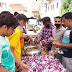 सिंधी समाज  जरूरतमंदों को बांट रहा है भोजन