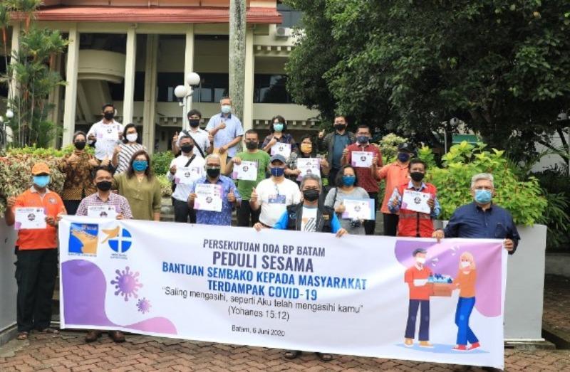 Persekutuan Doa BP Batam Bagikan Paket Sembako untuk Masyarakat Terdampak Pandemi Covid-19