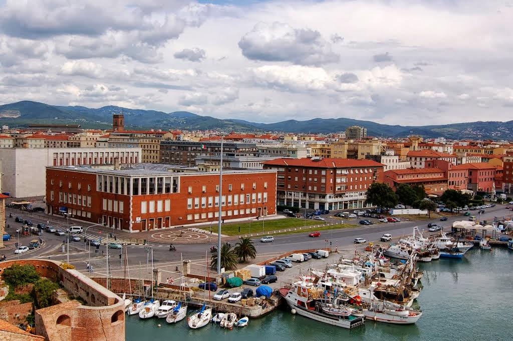Convegni elettorali al palazzo dei portuali di livorno for Ditte traslochi livorno