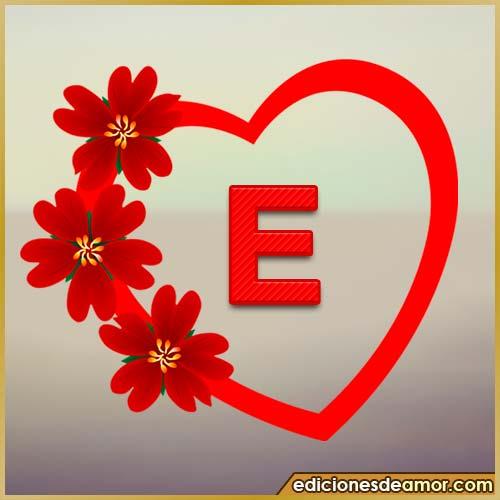 corazón de flores con letra E