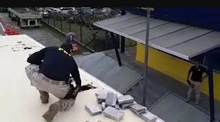 PRF e PF apreendem 487 quilos de Cocaína em Teto Falso de Caminhão em Registro-SP