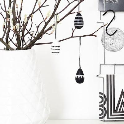 czarno białe jajka drzewko wielkanocne