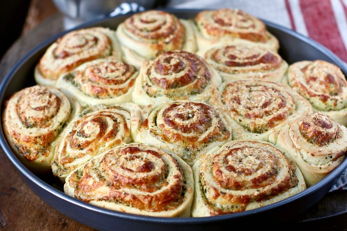 Pesto and mozzarella buns in a pan