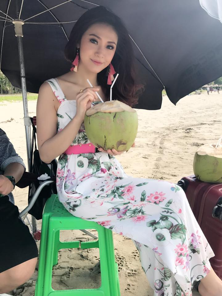 Nwe Darli Htun Behind The Scenes Snapshot in Ngwe Saung Beach