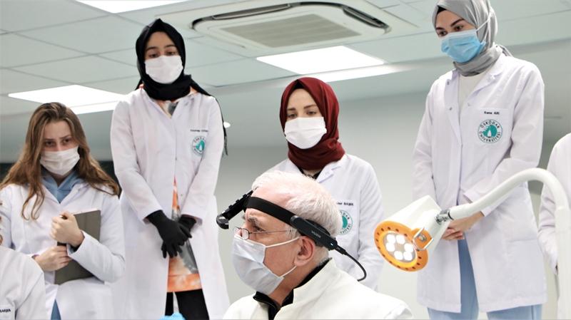Akıllı gözlükle anatomi dersi gerçekleştiriliyor