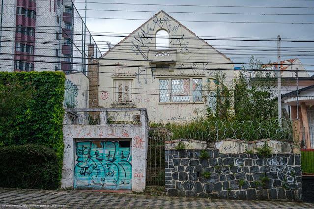 Restos de uma casa na Rua Saldanha Marinho