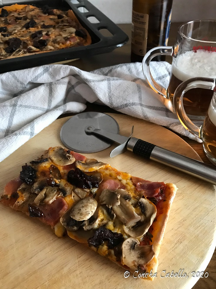 pizza-champiñones-mesa