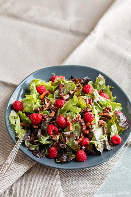 Салата с пушени гърди и малини / Salade aux lardons et framboises