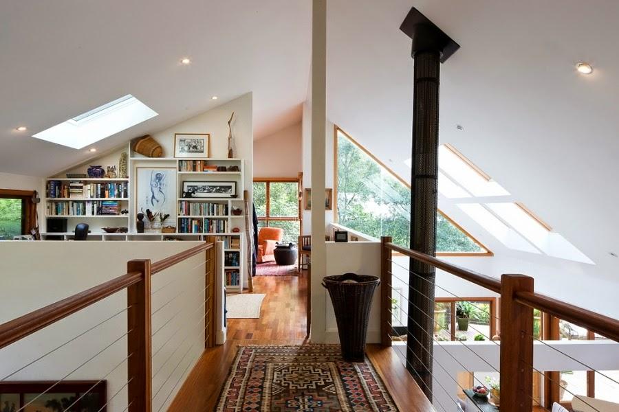 Drewniany dom nad zatoką, wystrój wnętrz, wnętrza, urządzanie domu, dekoracje wnętrz, aranżacja wnętrz, inspiracje wnętrz,interior design , dom i wnętrze, aranżacja mieszkania, modne wnętrza, retro, dom drewniany, antyki, stare meble, wiklinowe dodatki, styl klasyczny,