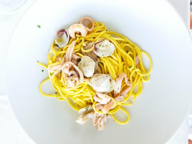 Spaghetti alla chitarra alla scoglio con vongole, seppie e gamberetti-Ristorante del Trabocco Punta Rocciosa a Fossacesia