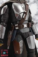 S.H. Figuarts The Mandalorian (Beskar Armor) 07