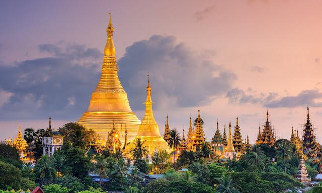 Có thể coi đây là ngôi chùa lấp lánh nhất châu Á khi toàn bộ bảo tháp cao 110 m được bao phủ hoàn toàn bằng vàng. Đỉnh chùa được nạm 4.531 viên kim cương, trong đó viên lớn nhất nặng 72 carat.    Tương truyền, Shwedagon được xây dựng để lưu trữ các sợi tóc của Phật. Khuôn viên chùa bao gồm hàng trăm ngôi đền, bảo tháp và tượng đầy màu sắc, phản ánh phong cách kiến trúc kéo dài gần 2.500 năm. Ngày nay, Shwedagon trở thành trung tâm của các hoạt động Phật giáo và cộng đồng tại Myanmar.