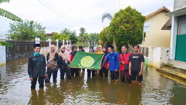 MTs Sabilul Muttaqin Berikan Bantuan Korban Banjir Desa Payaman