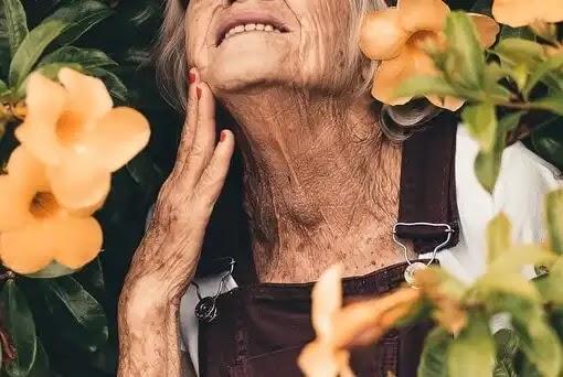 كيف تحارب الشيخوخة من خلال النظام الغذائي - اعراض الشيخوخة المبكرة عند النساء