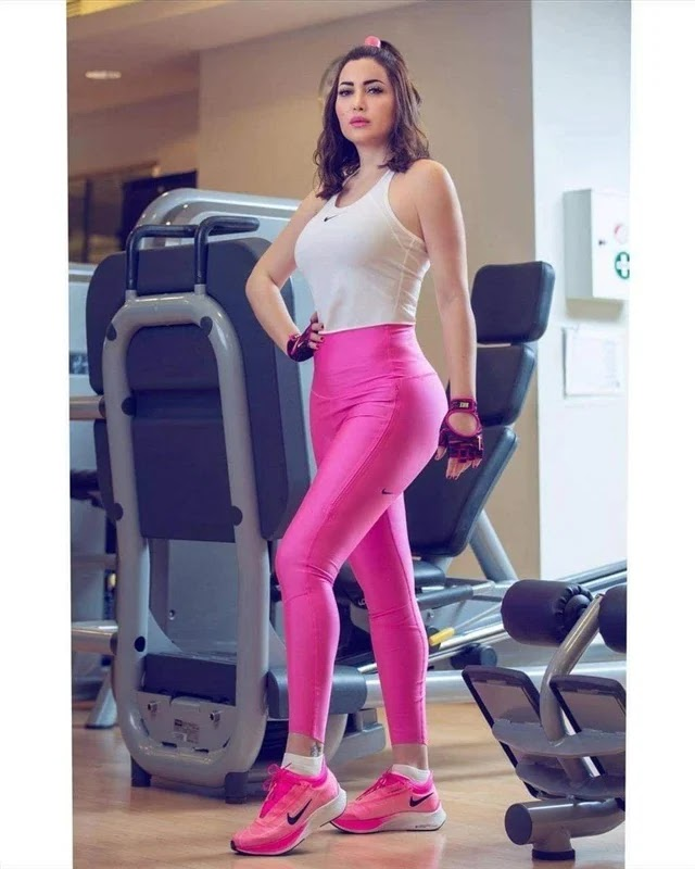 Nisreen Tafesh in very hot clothes in the gym
