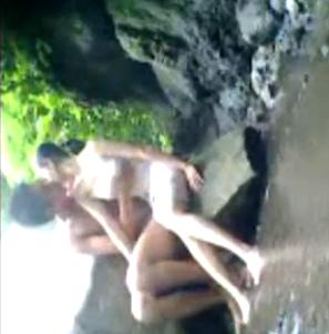 Bokep Indo Remaja Bermain Di Tepi Sungai | PornBet
