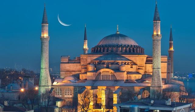 I greci boicotteranno le merci turche dopo aver trasformato Hagia Sophia in una moschea