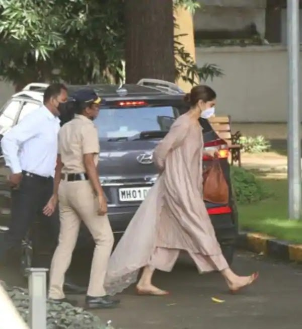Deepika Arrives At NCB Office for questioning