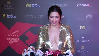 Deepika Padukone Promoting   Return of Xander Cage in India in Golde Gown 88 .xyz.jpg