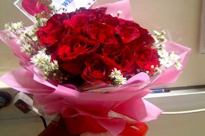 Simak Tips Berikut Sebelum Memberikan Bunga untuk Pria