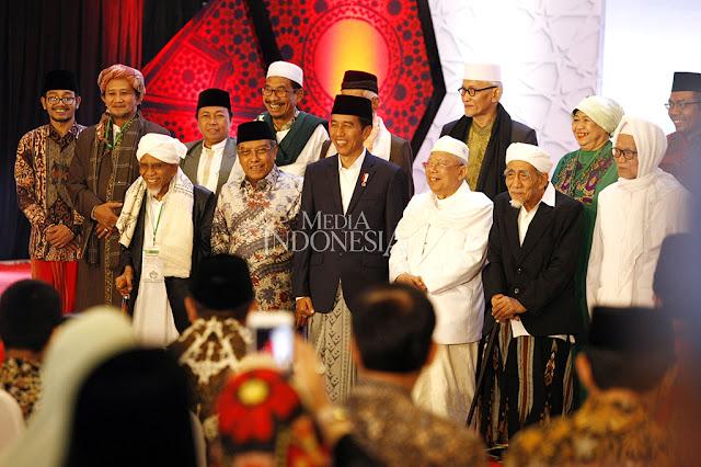 Dituduh Kriminalisasi Ulama, Faktanya Jokowi  Dekat dengan Para Alim Ulama