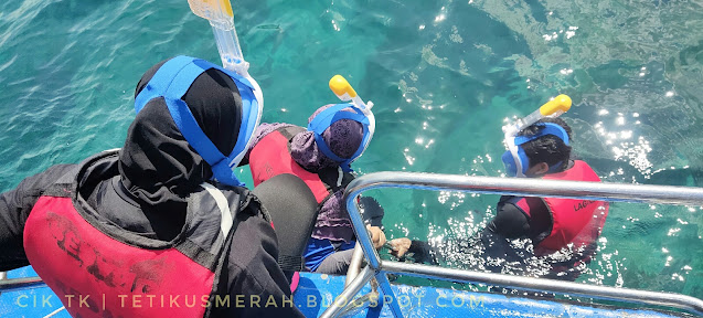 Perlahan-lahan masuk air dan terus snorkelling