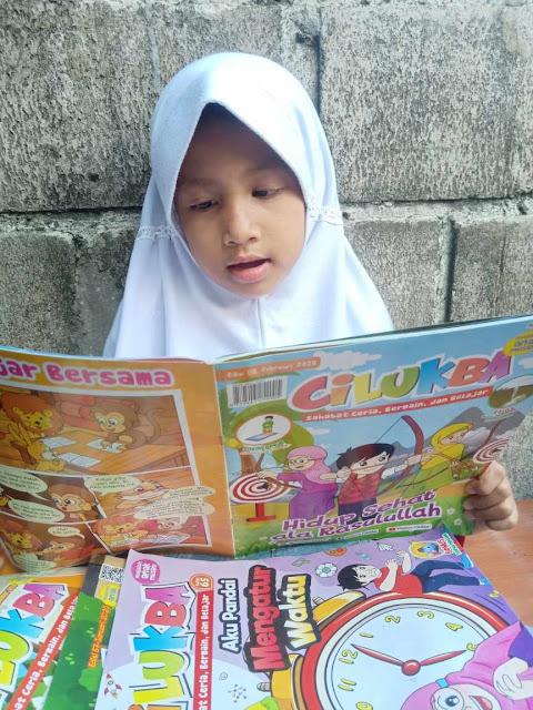fahima membaca majalah cilukba
