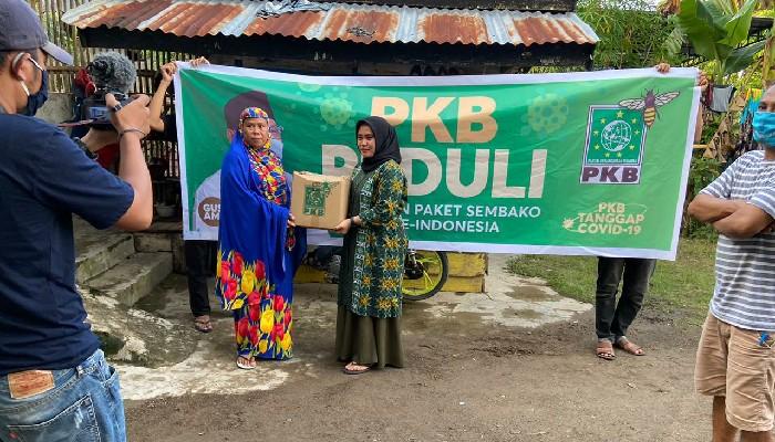 Legislator PKB Serahkan Sembako untuk Masyarakat Sinjai