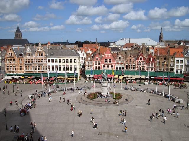 ساحة-السوق-في-بروج