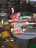 Лука читает сказки