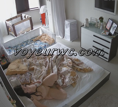 Naked mom rests on the bedroom (Spying on a young mom 02-03)
