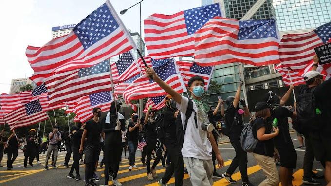 A hongkongi tüntetők az amerikai konzulátushoz vonultak vasárnap