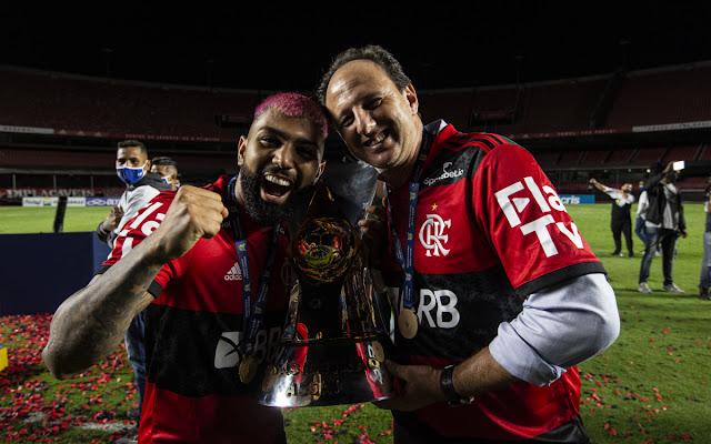 Gabigol provoca ex-jogador do Vasco em comemoração do Flamengo: 'Cheira aqui'