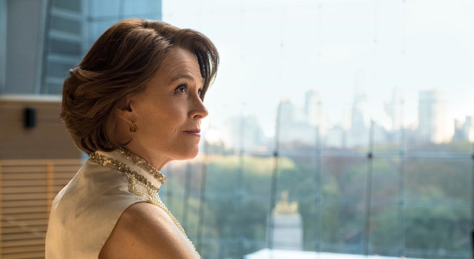 Sigourney Weaver en una escena de la serie The Defenders de Netflix