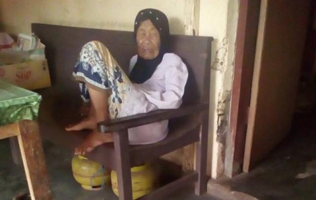 Gak Punya Hati! Mentang-mentang Sudah Tua, Nenek Ini Ditipu dengan Uang Mainan
