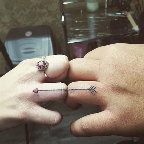 ring finger arrow tattoo sevgililer yüzük parmağı ok dövmesi