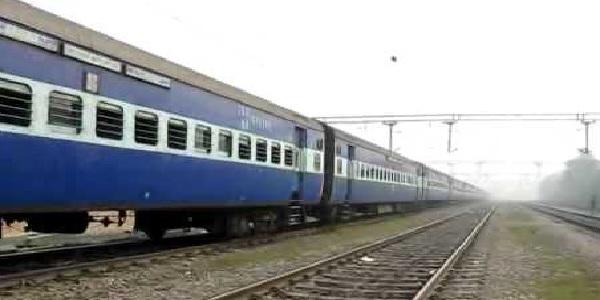kahmir-me-sheeshe-se-bana-rail-coach
