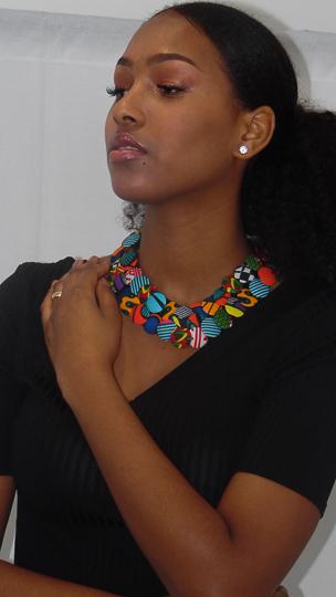 Beauté, mode, tendance, collier, wax, tissu, pagne, femme, noire, bouton, bois, corde, multi, couches, couleurs, LEUKSENEGAL, Dakar, Sénégal, Afrique