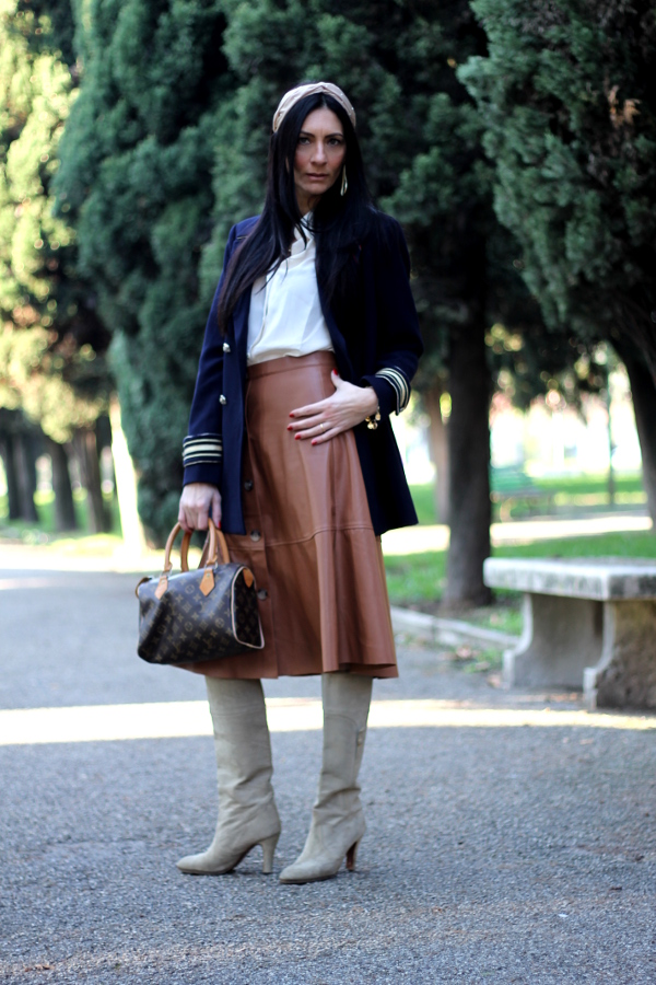 gonna in eco pelle, shirt eco leather, come indossare gonna pelle,influencer, influencer italiana, fashion blogger, fashionblogger italiana, paola buonacara, top fashion blogger, top influencer, themorasmoothie, shein, gonna shein, italian fashion blogger