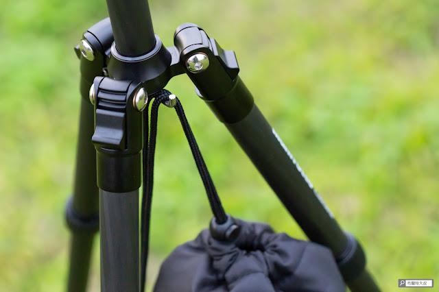 【攝影器材】Manfrotto Element 腳架,輕巧帶你走得更遠 - 中柱掛鉤