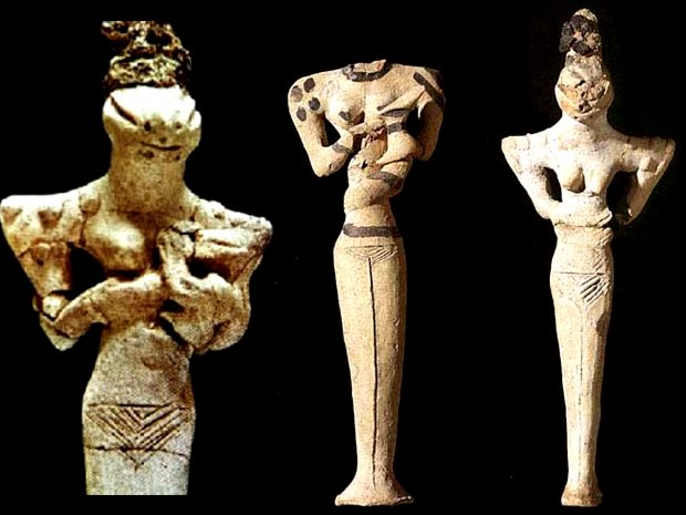 Ancient Sumerians and ancient astronaut statues.