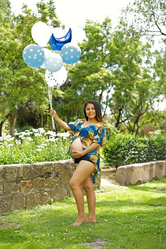 Stefany Aguilar  Muestra Su Avanzado Embarazo Con Foto En Ropa De Baño