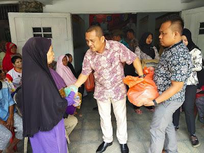 Kasat Narkoba Polres Batubara Bagi Sembako dan Nasi Bungkus di Rumah Singgah Sahabat Polisi