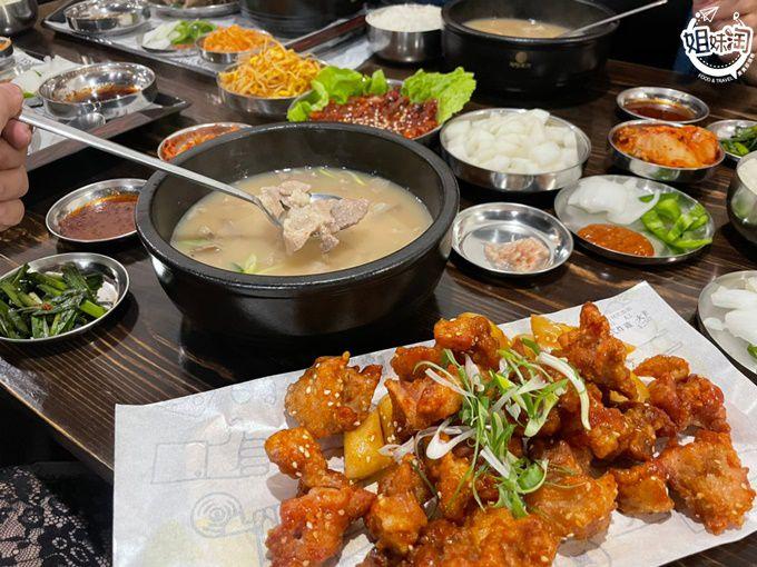 浮誇的超大豬骨,連生醃辣章魚也通通有,有種回到韓國的感覺-小月豬肉湯飯專賣店