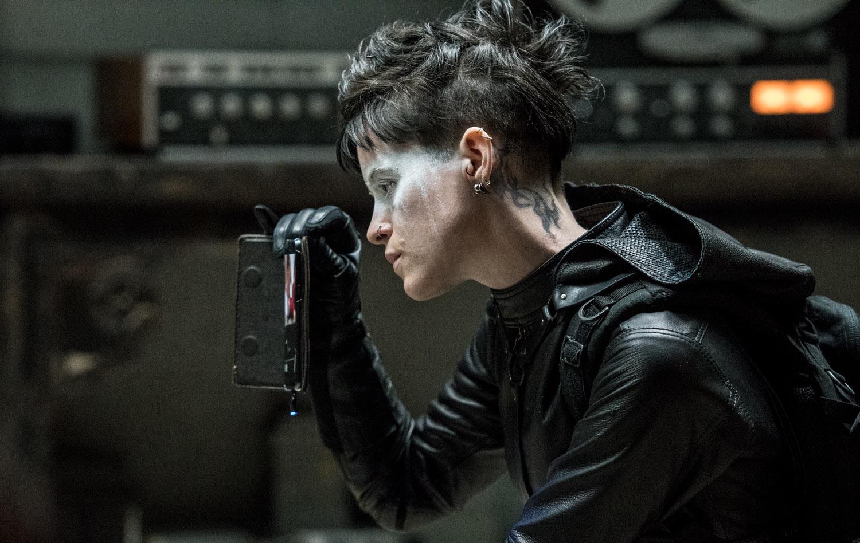 MILLENNIUM: LO QUE NO TE MATA TE HACE MÁS FUERTE -  Claire Foy como Lisbeth Salander